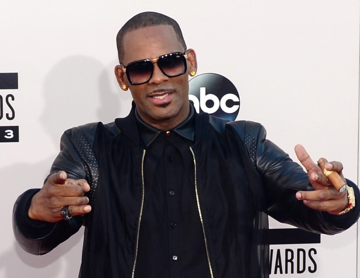 R. Kelly incriminato per dieci casi di abusi sessuali