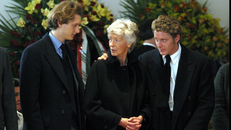 26 gennaio 2003, a Villar Perosa con John e Lapo Elkann ai funerali di Giovanni Agnelli ©