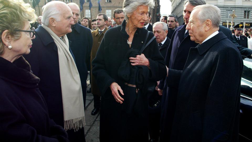 Ai funerali di Giovanni Agnelli con due presidenti della Repubblica, Oscar Luigi Scalfaro e Carlo Azeglio Ciampi ©