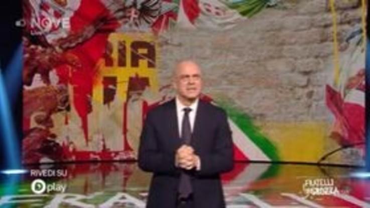 """Crozza: """"Reiterazione reato per i genitori di Renzi? Non fanno un altro figlio!"""""""