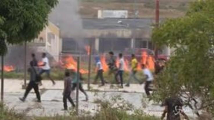 Venezuela: morti e feriti negli scontri al confine con la Colombia e il Brasile