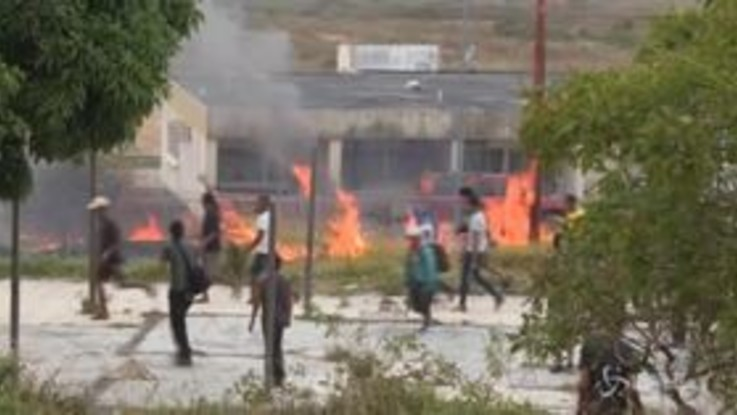 """Venezuela, Guaidò: """"Ogni opzione contro Maduro"""""""