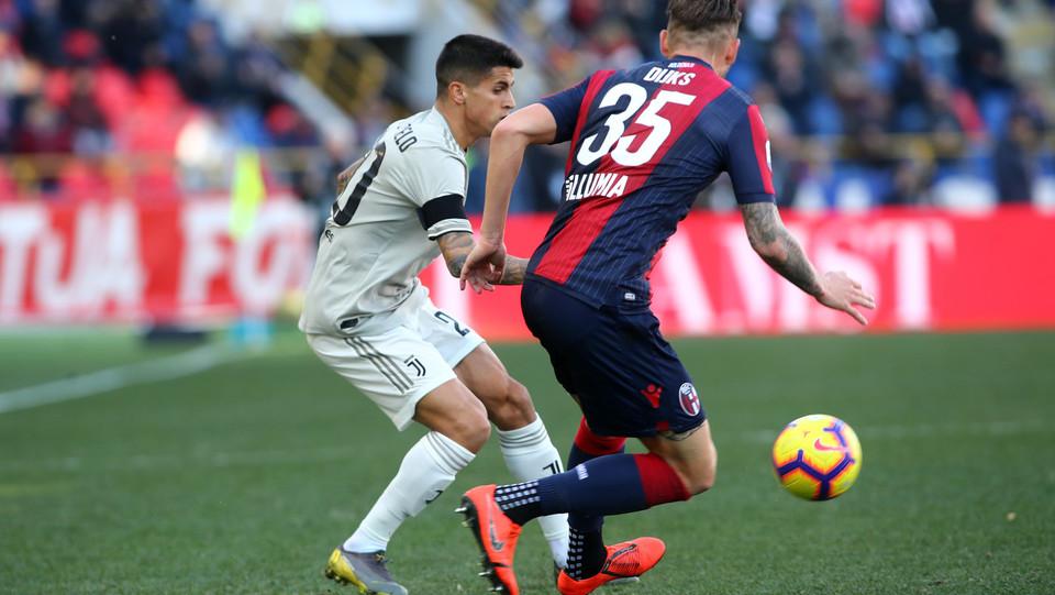 Joao Cancelo (Juventus) e Mitchell Sijks (Bologna) ©