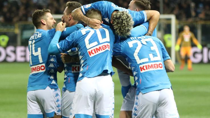 Serie A, Napoli passeggia a Parma: poker ai ducali, doppietta Milik