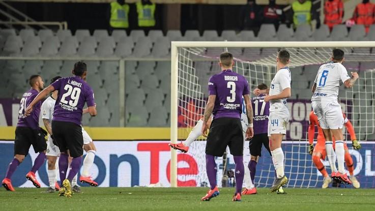 Fiorentina-Inter, decide tutto il Var. Si gioca per 100 minuti, due rigori: 3-3