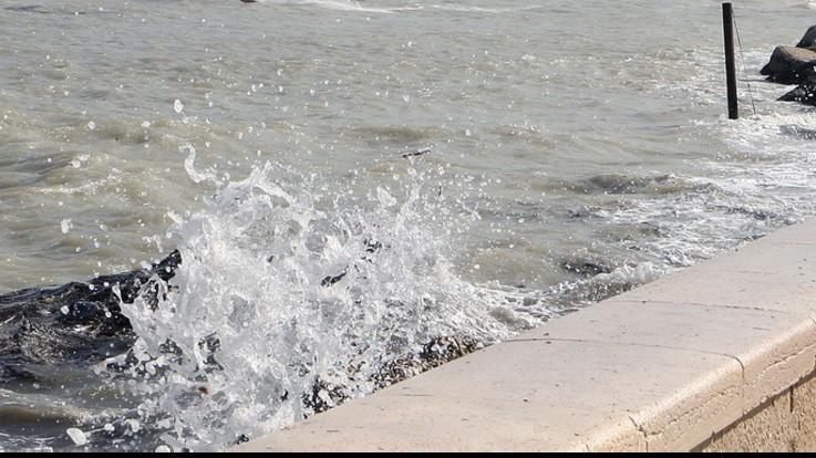 Auto in mare, dispersi tre ragazzi nel catanese