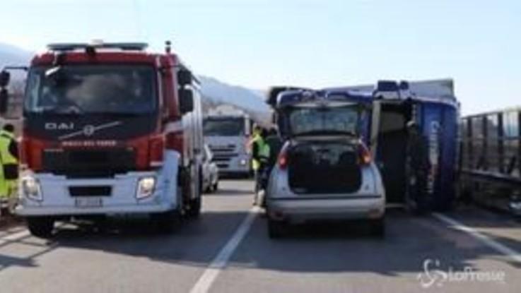 Cosenza, la forza del vento fa ribaltare i camion