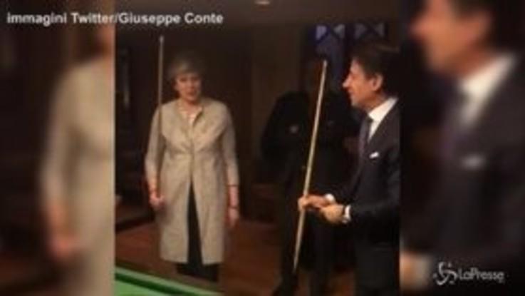 Egitto, Conte dà lezioni di biliardo alla premier britannica May