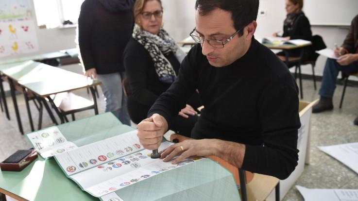 """Sardegna, è flop exit poll. Il sondaggista Pessato: """"Difficile farli ma spesso l'esito è corretto"""""""