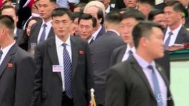Kim Jong-un in Vietnam per il vertice con Trump: bagno di folla all'arrivo