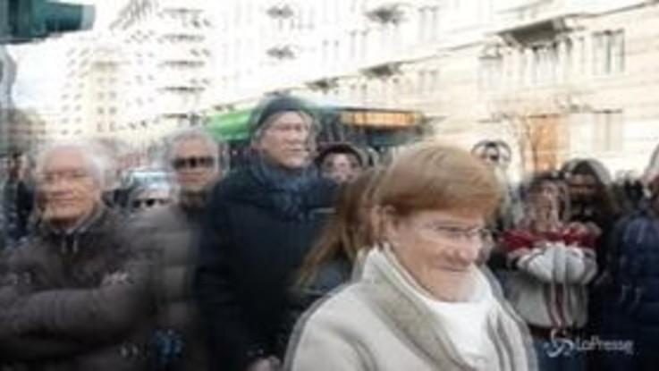 Milano, la Banda degli ottoni protesta davanti al tribunale con flauti e trombe