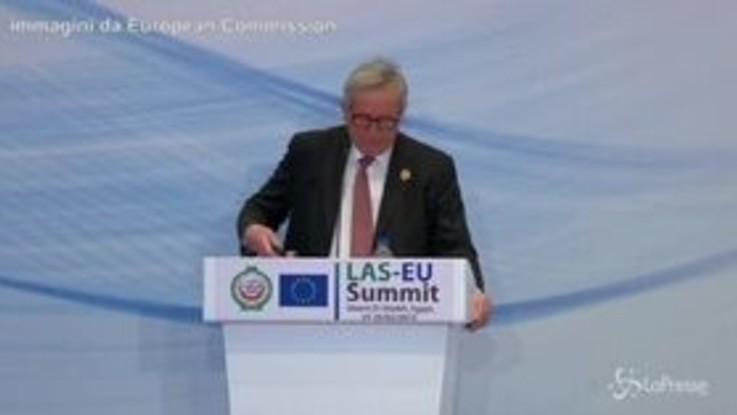 """Il cellulare di Juncker non smette di suonare: """"È la solita sospetta, mia moglie"""""""