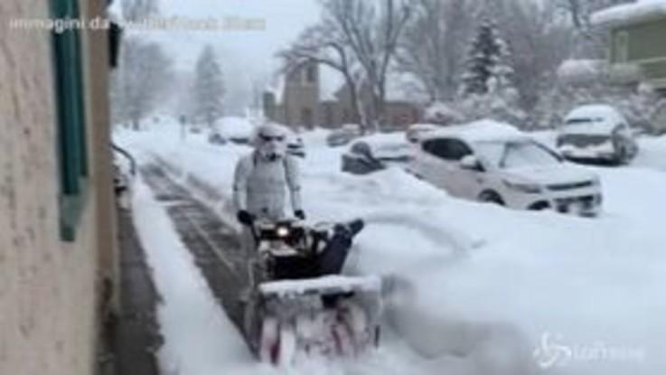 Tormenta in Colorado, il Soldato Imperiale di Star Wars diventa spazzaneve