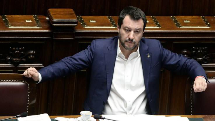 """Legittima difesa, M5s: """"Non s'ha da fare"""". Salvini: """"Entro marzo o è crisi"""""""