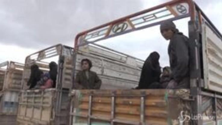 Siria, le strazianti immagini dei bambini in fuga da Baghuz