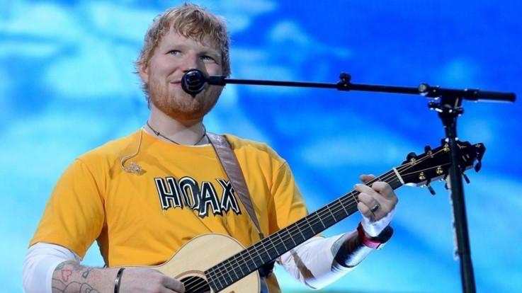 """Il Sun rivela: """"Ed Sheeran si è sposato in segreto prima di Natale"""""""