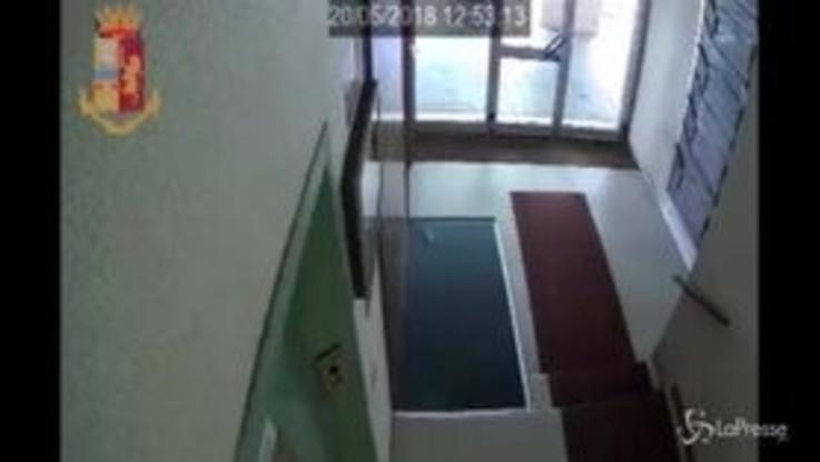 Rapinava anziane in ascensore: arrestata una 29enne