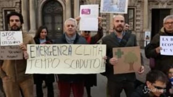 """Milano, sciopero ambientalista: """"Non c'è un pianeta B, salviamo questo qui"""""""
