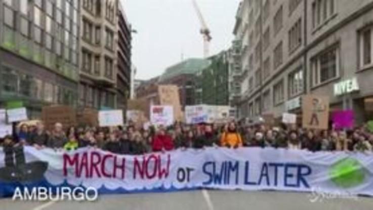 Da Parigi ad Amburgo, migliaia in piazza in difesa del clima