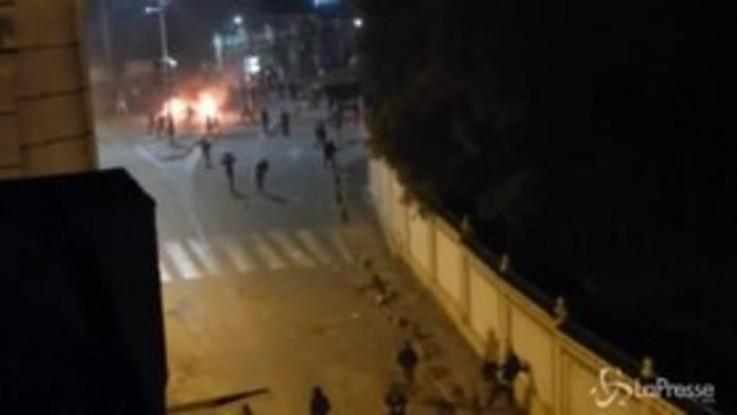 Algeria, scontri durante proteste contro quinto mandato Bouteflik