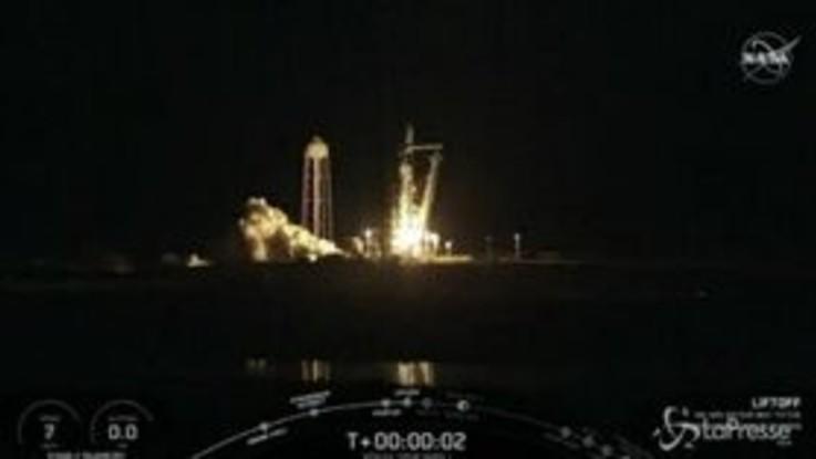 SpaceX lancia nello spazio la capsula Crew Dragon