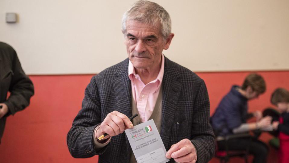 Sergio Chiamparino vota nel seggio di Via Pescatore 7 a Torino ©