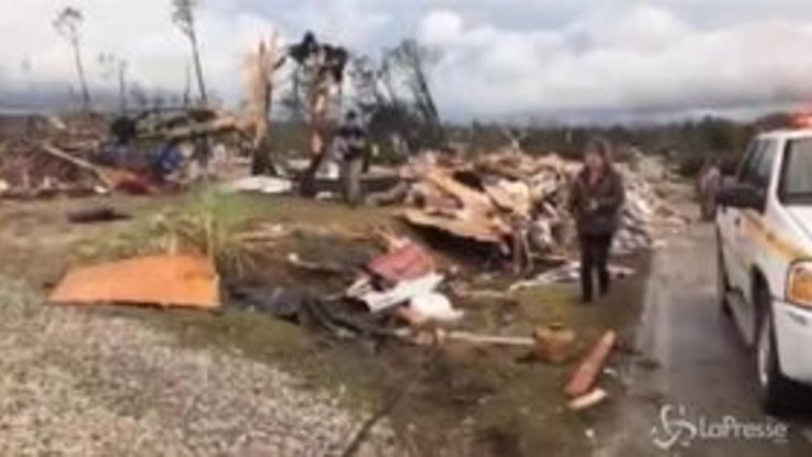 Alabama, case distrutte e alberi sradicati: la devastazione dopo il tornado