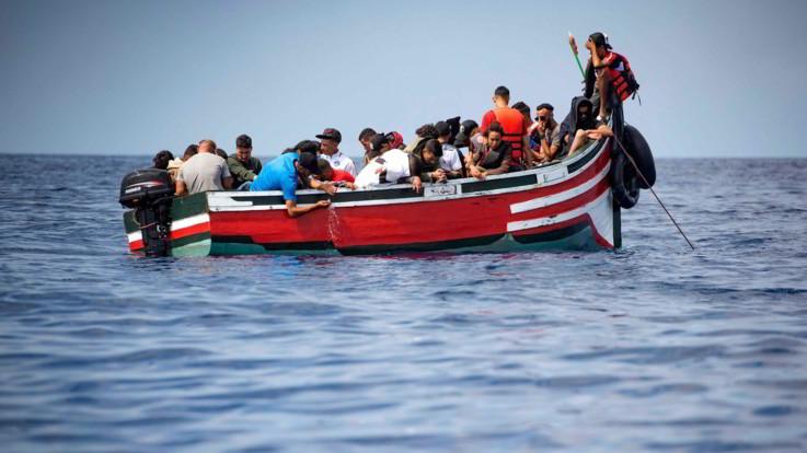 """Carnevale, carro choc con migranti e cartelli """"No pago affitto"""" a Formello"""