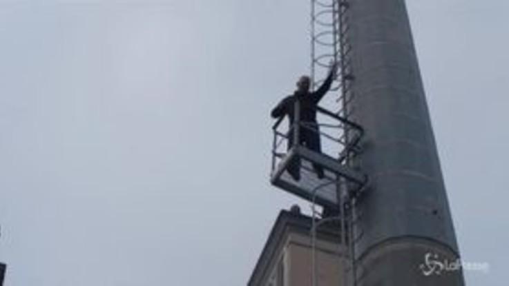 """Roma, operai in protesta all'ippodromo Capannelle: """"Vogliamo un posto di lavoro"""""""
