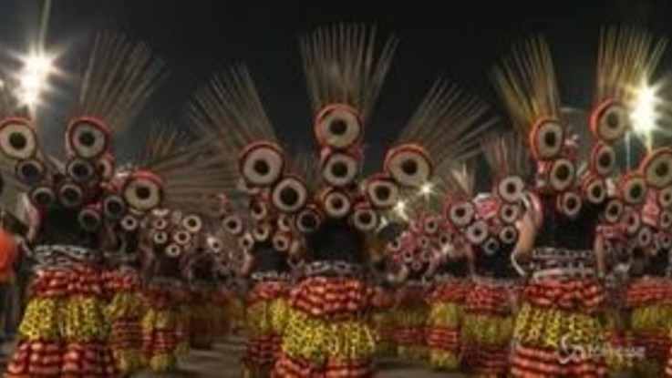 Ultima notte in maschera a Rio, la sfilata che chiude il Carnevale