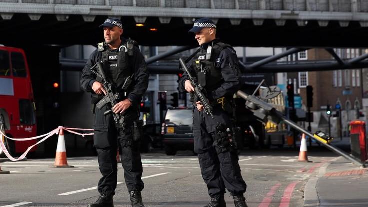 Tre bombe disinnescate a Londra: pacchi lasciati agli aeroporti e alla stazione di Waterloo