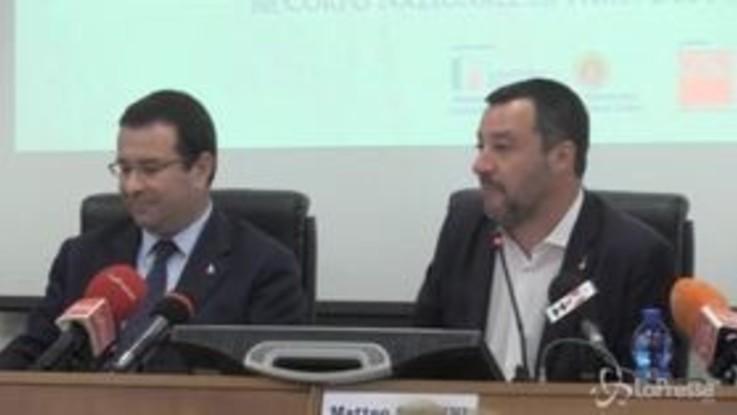 """Vigili del Fuoco, Salvini: """"Non ho messo la divisa sennò mi rompevano... """""""