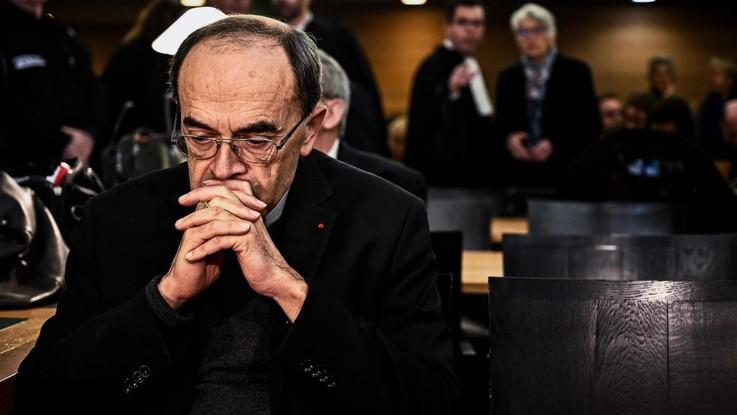 Pedofilia, cardinale Barbarin condannato a sei mesi per aver coperto abusi