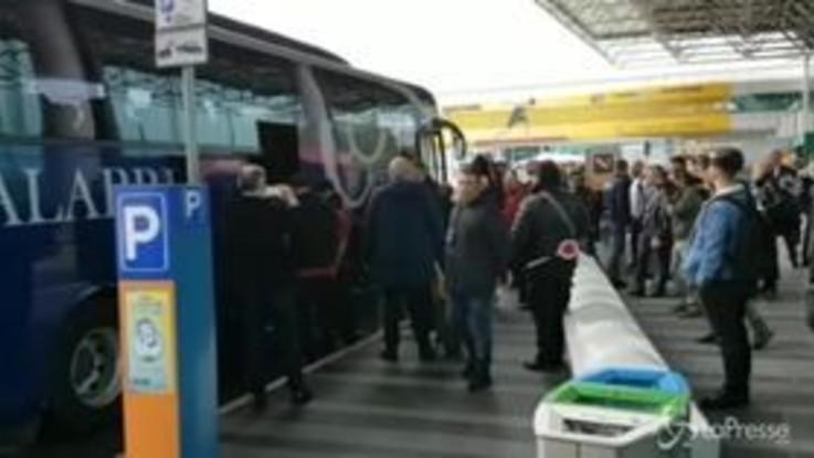 La Roma rientra da Oporto: l'arrivo a Fiumicino della squadra