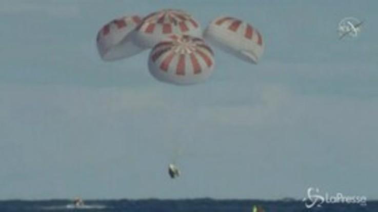 Space X, la capsula Dragon è rientrata sulla Terra: l'ammaraggio al largo della Florida