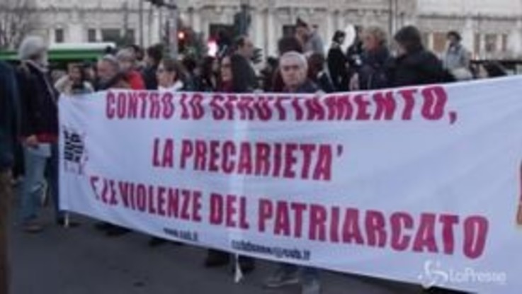 Lotto Marzo, a Milano in migliaia in piazza per la manifestazione