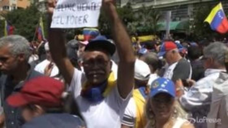 Venezuela, manifestanti pro Guaidò in piazza a Caracas