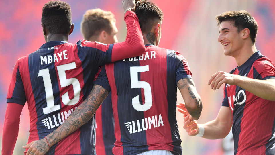Erick Pulgar (Bologna F.C.) esulta con Riccardo Orsolini (Bologna F.C.) e Ibrahima MBaye (Bologna F.C.) ©