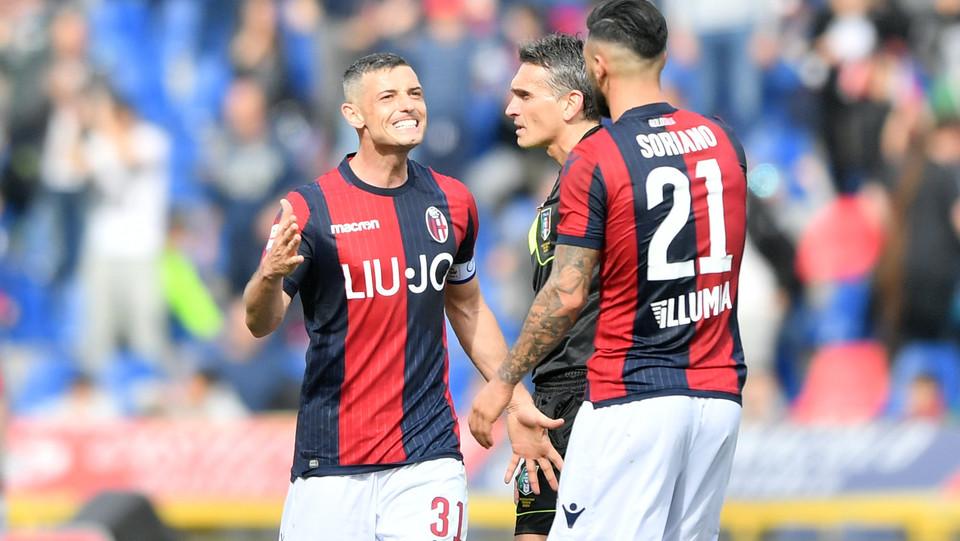 Roberto Soriano (Bologna F.C.) e Blerim Dzemaili (Bologna F.C.) esultano per la vittoria ©
