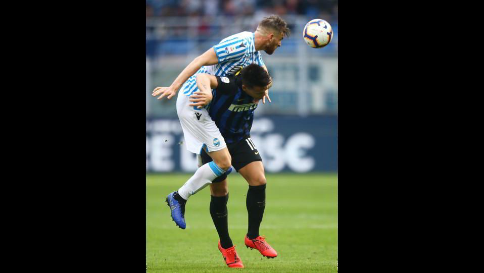 Lautaro Martinez (Inter) e Vicari (Spal) ©