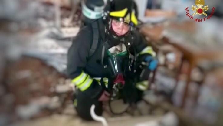 Udine, esplosione in appartamento: feriti padre, madre e figlio