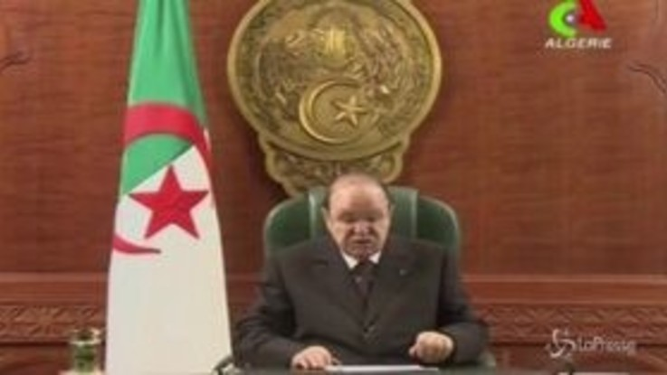 Algeria, Bouteflika rinuncia a candidarsi alle presidenziali