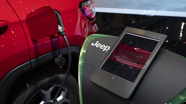 Jeep: arrivano le ibride.   Hines presenta le nuove Renegade e Compass