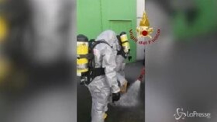Bologna, versamento tossico in un laboratorio: l'intervento dei vigili del fuoco