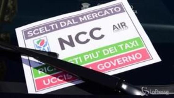 """Torino, protesta Ncc: """"Chiederemo reddito di cittadinanza, non ci fanno lavorare"""""""