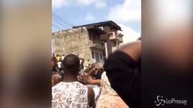 Nigeria, crolla una scuola a Lagos: le prime immagini del disastro