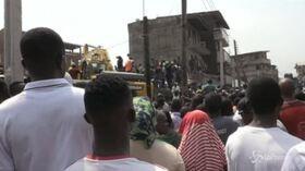 Crolla scuola a Lagos, le immagini dei soccorsi