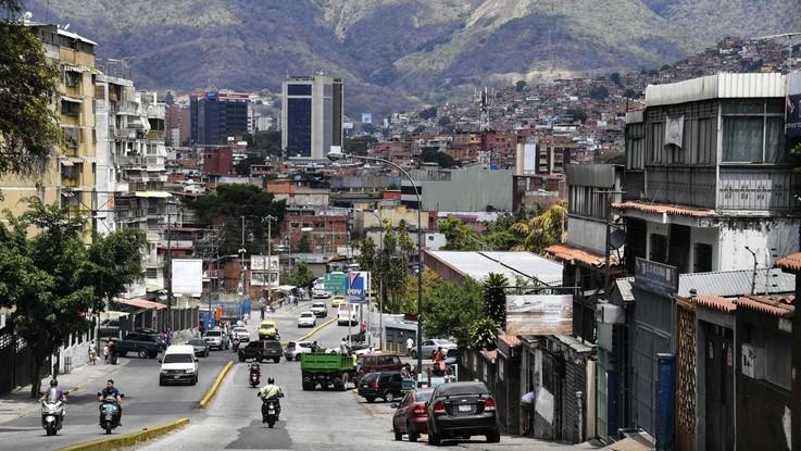 Venezuela, finisce il maxi blackout: corrente ripristinata al 100%