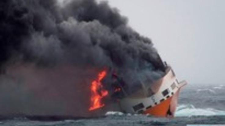 """Chiazza di gasolio al largo della Francia, dove è affondata la nave italiana """"Grande America"""""""