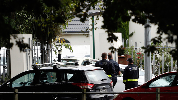Nuova Zelanda, attacco terroristico in due moschee: almeno 49 morti e 48 feriti. Tra gli assalitori un sovranista bianco